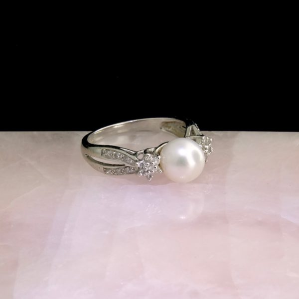 14k white gold ring with white pearl and diamonds