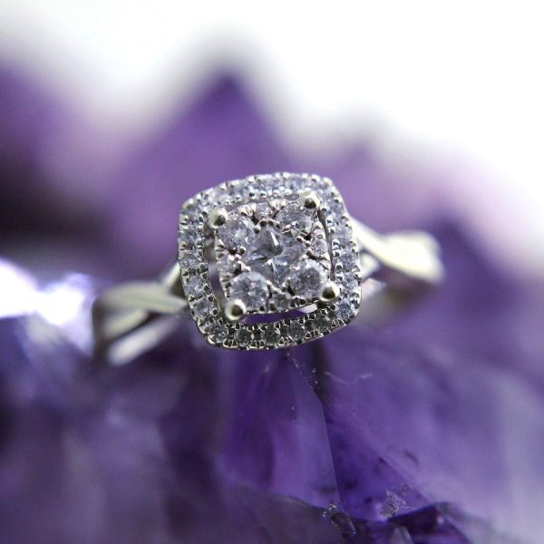 10k white gold ring with 0.50 carats diamonds