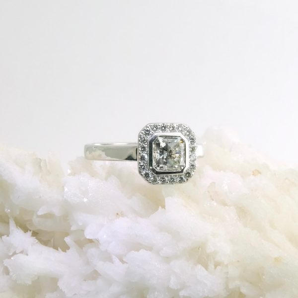 14k white gold halo style ring with .9 ct center diamond and gia - hvs2