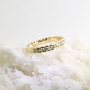 14k yellow gold band with 11 diamonds .22 cttw