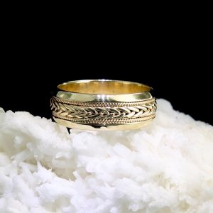 14k yellow gold band with rope and braid motif