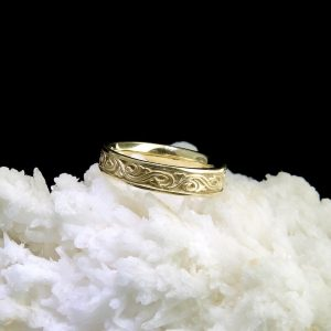 14k yellow gold band with wind and waves motif