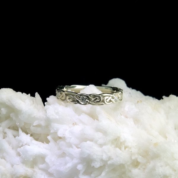 14k white gold ring with celtic knot motif and diamonds