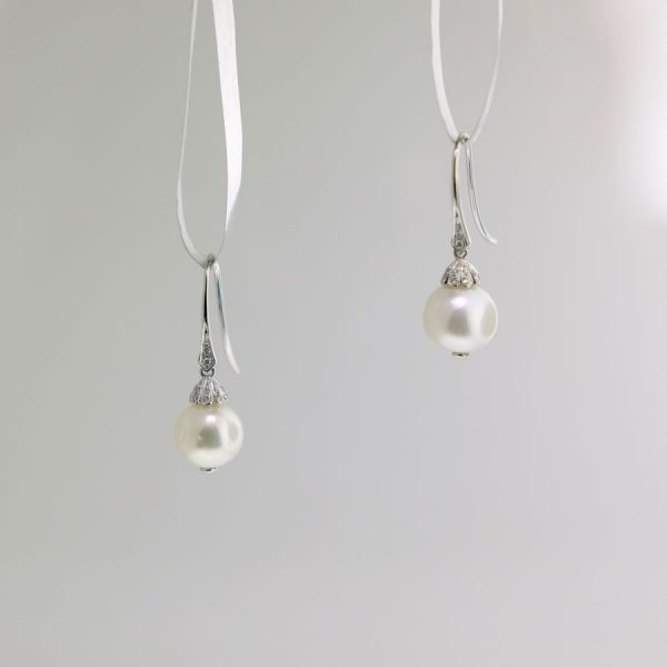 White Gold and Pearl Earrings with Diamonds